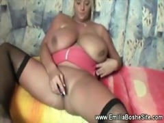 Mature huge titted slut uses didlo