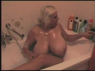 blonde BBW mit dicken Titten beim baden