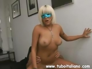 Supernal Italian lady with a nourishing shame cave gets some jizz on her tits