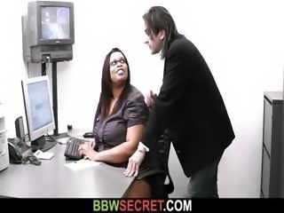 Married boss bangs his fat black secretary