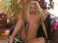 Aaliyah Love does not know limits! She is exposing her gorgeous body and...