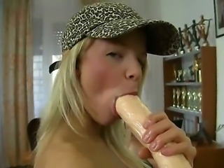 Bianca Lovely is a totally innocent-looking young blondie who, nevertheless,...