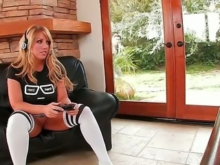 Unmatched Heather Summers with gorgeous face and ideal ass tries to...