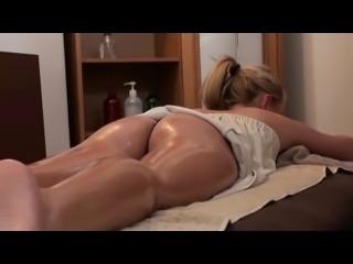 superb asian masseuse (girl-girl)