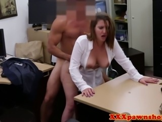 Hiddencam amateur fucks her pawnbrokers cock for cash