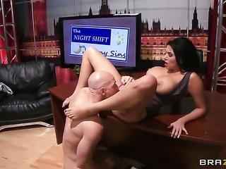 Johnny Sins gets pleasure from fucking Senora Missy Martinez in her muff