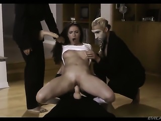 Dana Vespoli knows how to take lesbian sex to the whole new level as she does...