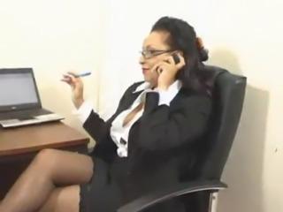 Al telefono.