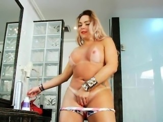 Huge boobs tranny twerking her big butt and jerks off