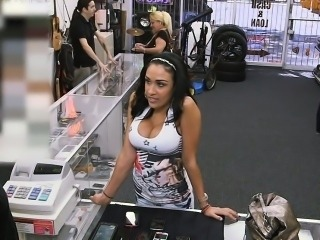 Sexy latina amazing cutie wanting to sell stolen phones