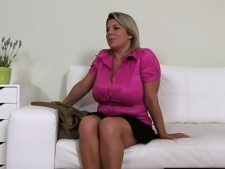 Natural huge tits amateur fucking on casting