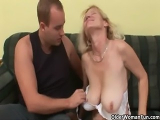 Older mom with big tits and hairy pussy gets facial free