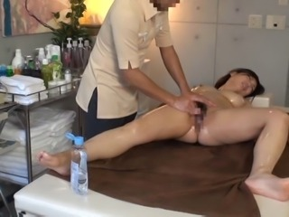 Private Oil Massage Salon for Married Woman 2.1 (Censored)