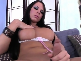 Amateur shemales suck and tug each other
