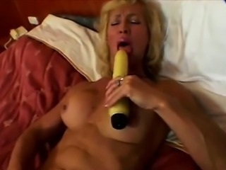Naugthy mature blonde with fitness body drills her pussy