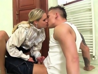 Goldenshower slut fucked