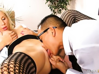 Keni Styles gets seduced into fucking by Morgan Ray with huge hooters