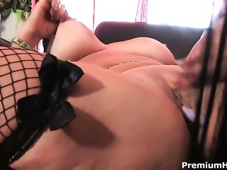 Anita Cannibal and Mahina Zaltana spread their legs legs wide for each other...