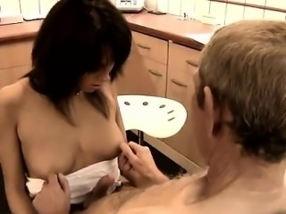 Old mature and young girl Dokter Petra is investigating the