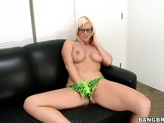 Blonde Kaylee Brookshire enjoys another great cumshot session