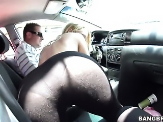 Brunette Aria Aspen with phat booty and Amber Ashlee show their love for hole...