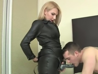 Mistress leather testing strapon fucking