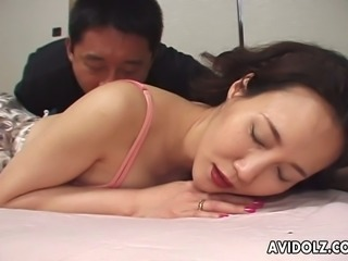 Japanese slapper mom Arisa Matsumoto serves her cunt for an active...
