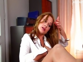 Natural tits shaved pussy sexgames