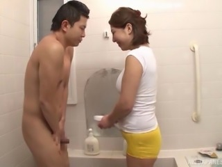 Milf gives him a bath and sucks his hard cock