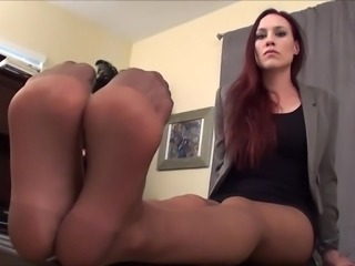 Jerk off to my pantyhose feet
