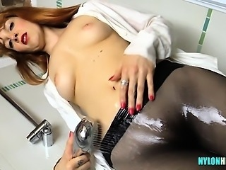 Rocker chick showers with tights on