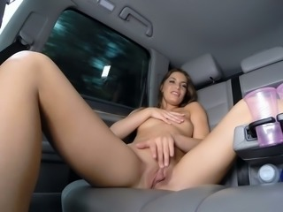 Voluptuous solo babe Sindy Black masturbates sweet pussy on the car