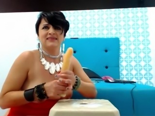 Latina MILF Makes a lot of Cream