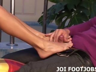 Spray your sperm all over my sexy feet