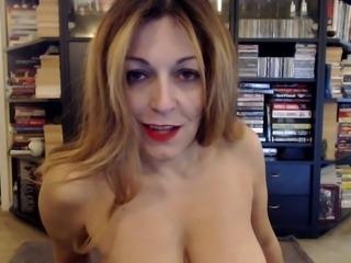 Mature PAWG fucking a dildo on webcam