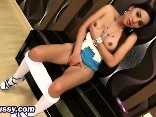 Cute brunette fake tits teen big orgasm using thick dildo