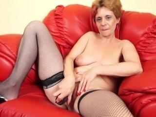Kinky mature tart enjoys fingering her orgasmic pink slit