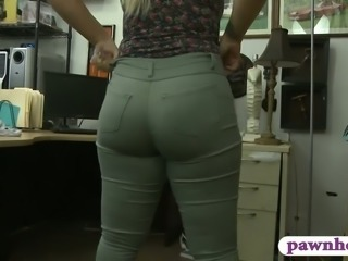Big butt amateur blonde woman drilled by horny pawn man