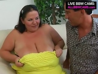 Amateur looking BBW milfie gets her saggy melons fondled