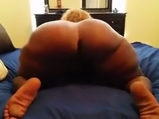 BBW MILF showing huge round booty in amateur video