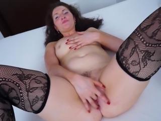 Classy mature bint Lydia enjoys pelasuring her juicy snatch