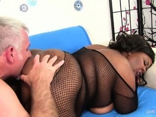 Huge breasted chocolate plumper has a white guy satisfying her needs