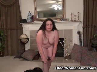American milf Lexy James fucks her nyloned pussy with dildo