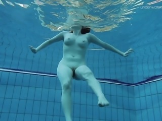 Charming brunette with nice ass in panties shading bra underwater