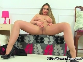 English milf Sophia Delane rips open her tights and plays