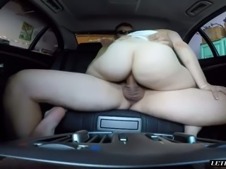 Petite blond hoe Riley Reynolds had steamy sex with her kinky stud in his car
