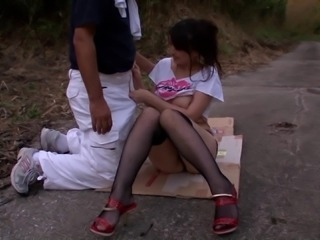 Anna Natsuki seduces and fucks a guy in a park in reality video