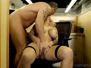 i fucked her in her cubicle @ big tit office chicks