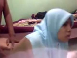Hijab slutty amateur bitch got nailed doggy style on webcam by her man