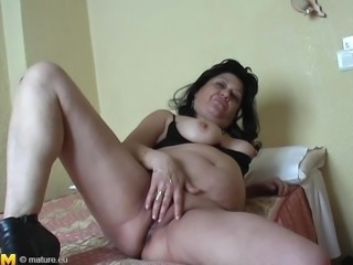 Stiff love toy for mature brunette Rosie's gaping cunt